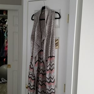 New Long sleeveless sweater sz small